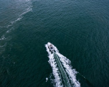 aerial-shot-bird-s-eye-view-boat-1499139